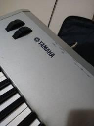 Teclado sintetizador Yamaha MO8