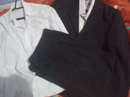 Terno infantil preto riscado mais duas camisas