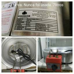Fritadeira elétrica 220V NOVA