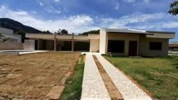 Linda casa com 3 quartos em condomínio com área de lazer em Maricá!