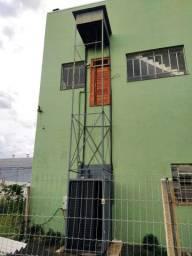 Elevador de acessibilidade e carga.
