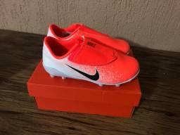 Chuteira Nike infantil 27 velcro