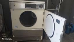 Máquina secadora para retirada de peças