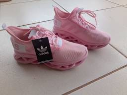 Tênis rosa Adidas