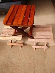 Em madeiras e dobrável