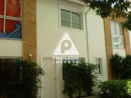 Título do anúncio: Casa para aluguel, 2 quartos, 2 suítes, Catete - RIO DE JANEIRO/RJ