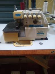 Máquina de costura interlock.