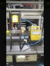 Maquina de prensar mangueira parker portatil e bomba enerpac 700 bar