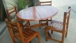 Mesa.de madeira com.4 cadeiras