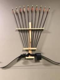 82b88f334 Arco e Flecha recurvo 21 lbs + suporte decorativo + 8 flechas
