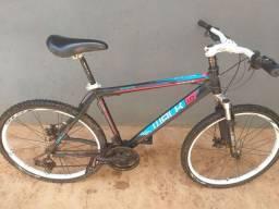 Bicicleta alumínio e freios a disco.  R$700,00