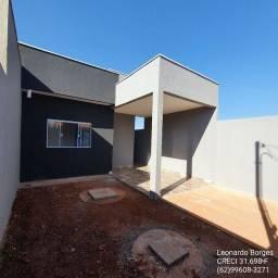 Casa de 2/4 c/ suíte, garagem e quintal - saída p/ Goianira