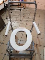 Cadeira de rodas para banheiro