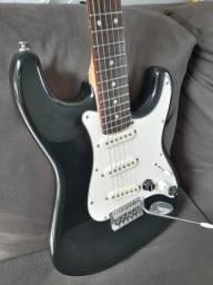 Guitarra stratocaster  dolphin aceito trocas