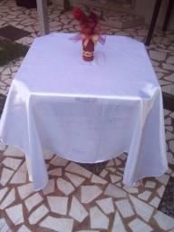 Alugo toalhas de mesa em cetim