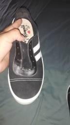 Sapato moleca semi novo