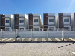 Casas com 3 qts sendo um suíte em condomínio fechado!!!