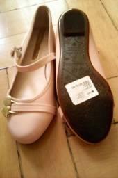 Sapato estilo boneca envernizado nunca usado, tam:30 na cor rosa bebê.