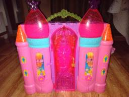 Castelo da Barbie que vira Maleta