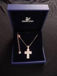 Colar crucifixo Swarovski