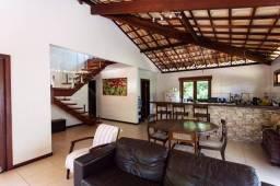 Excelente Casa muito confortável com 4 suítes no condomínio Busca Vida em Camaçari BA.