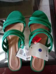 Sandália rasteira número 34 na cor verde