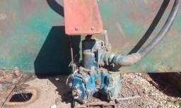 Bomba de combustível antiga de comboio