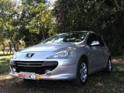 Troco ou vendo Pegeout 307 Presence Hatch - 2010