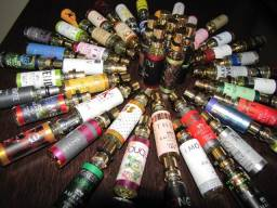 68 frascos de perfume Amakha 15 ml