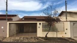 Casa mobiliada com 3 dormitórios no bairros Bela Vista IV em Cosmópolis-SP. (CA0159)