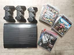 Playstation 3 Superslim com 9 jogos e 3 controles (usado)