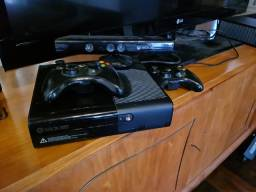 Xbox 360 slim. 500gb, Kinect, 2 controles