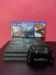 PS4 Pro com 3 Jogos