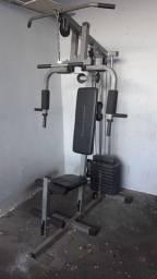 Estação de musculação muito nova diversos exercícios academia