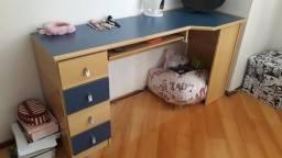 Mesa de estudo + armario