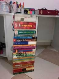 Doação de Livros do Ensino Médio e Vade Mecum