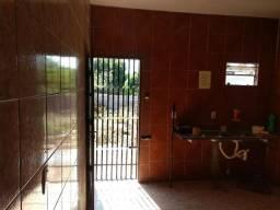 Alugo casa com 5 quartos por R$1300