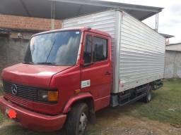 Vendo caminhão 710 Plus 2008 95.000,00