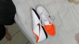 Chuteira futsal Nike vender logo