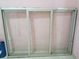 Duas janelas de vidro