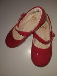 Sapato vermelho verniz bibi