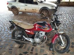 Moto Titan 2001 em dias. Partida e pedal.
