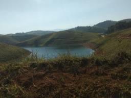 RF  - Terreno com área verde.