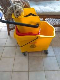Carrinho de limpeza