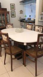 Mesa em madeira com 6 cadeiras