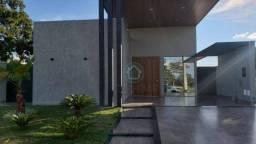 Casa em condomínio com excelente acabamento e linda área de lazer - Riquíssima em planejad