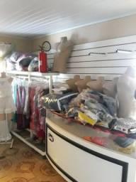 Vendo móveis de loja de roupas