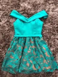 Vestido curto decote princesa