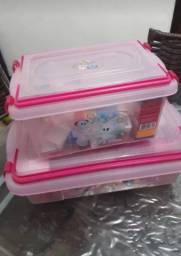 Vende _se um conjunto infantil pra colocar mamadeira e remédio