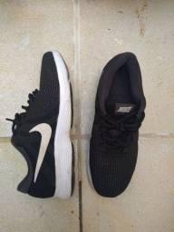 Tênis Nike Revolution 4, número 37